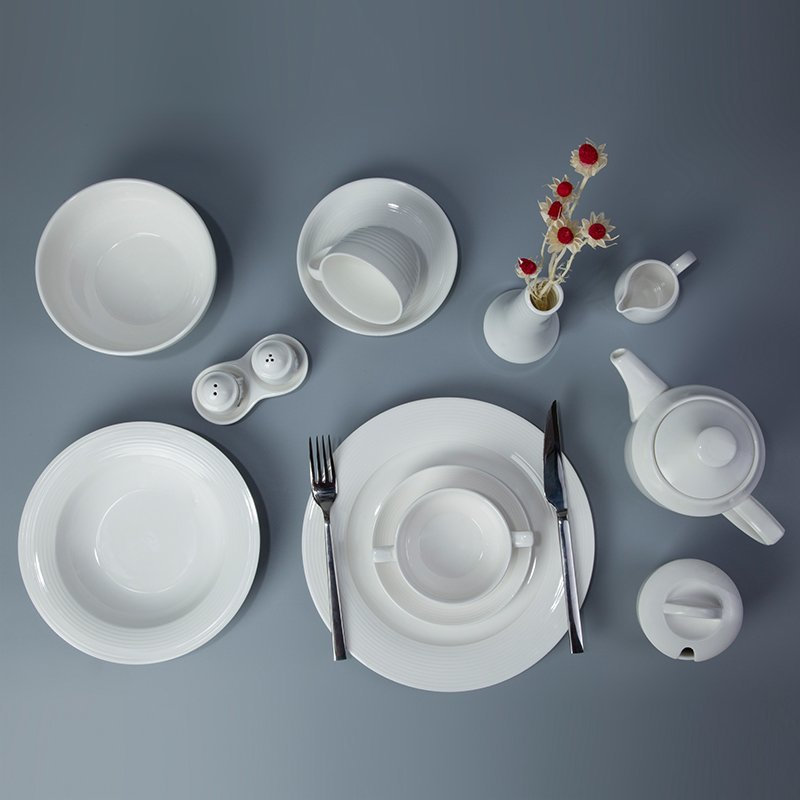 Royal Style White Porcelain Dinner Set For Restaurant & Bistro - TW02