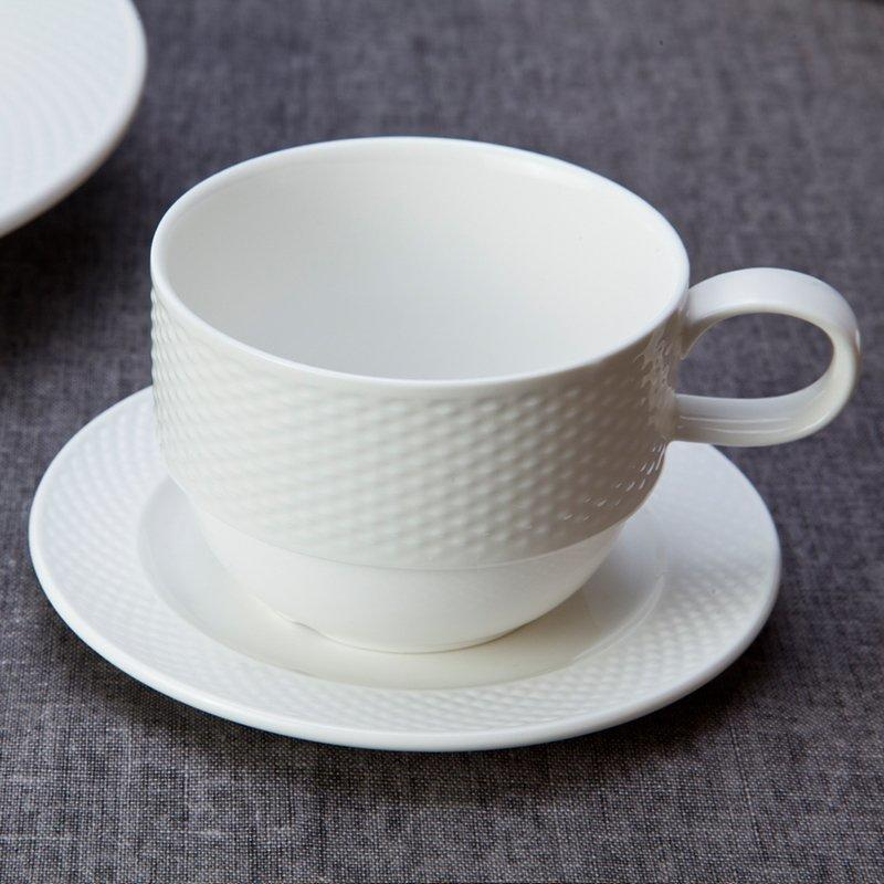 Vietnamese Style Embossed Round White Porcelain Dish Set For Hotel - TW12