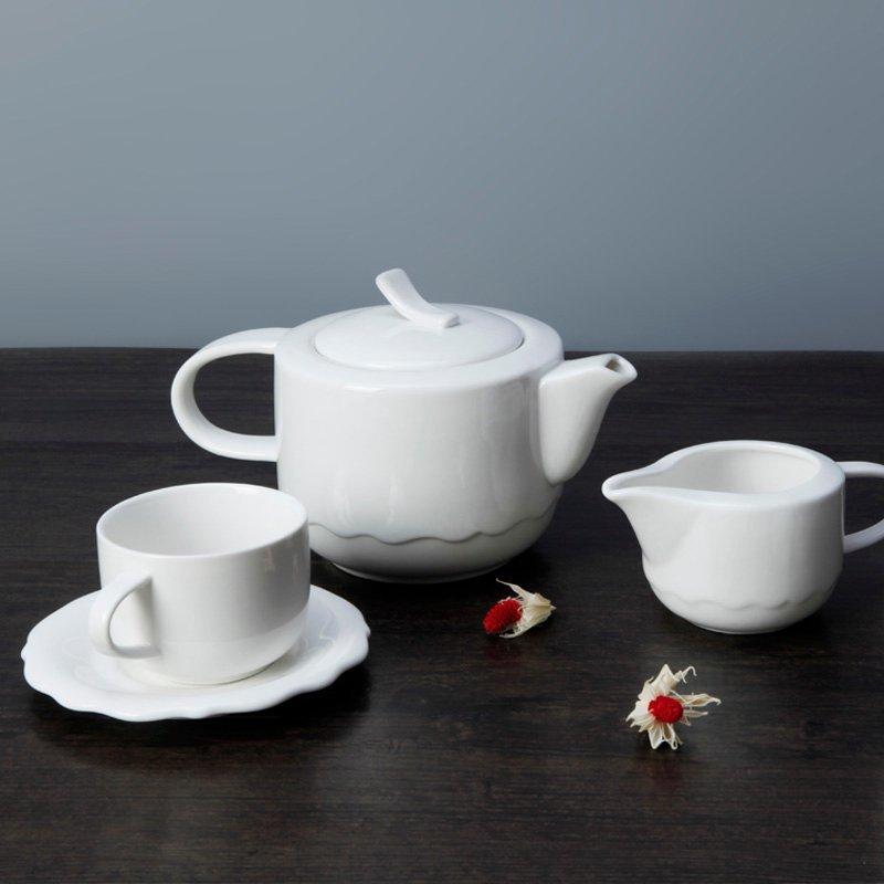 Contemporary White Dinnerware Set With Irregular Plate - TW14