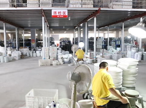 Ceramics Factory: Quality inspection link of ceramic tableware