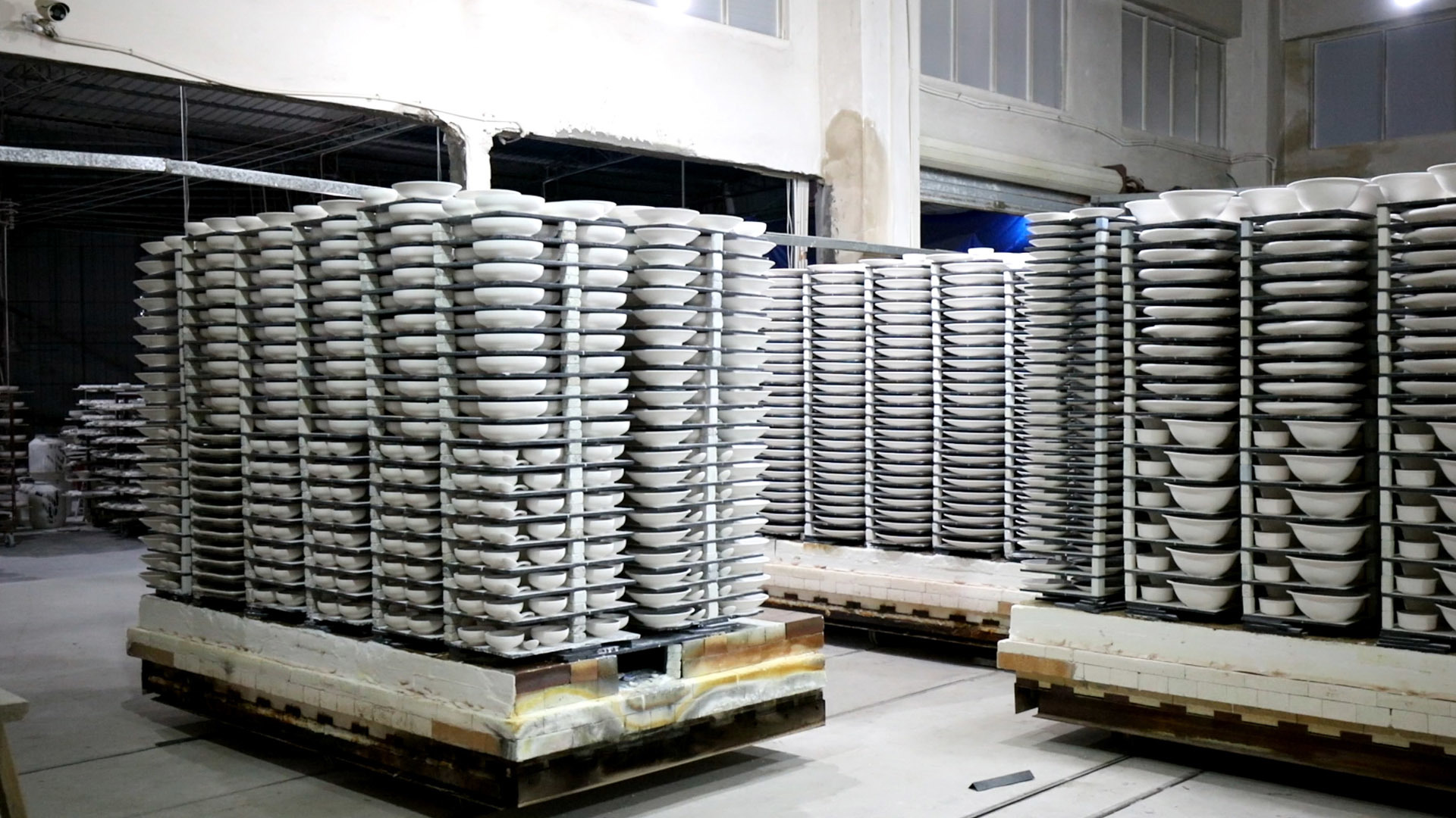 Mass production of porcelain tableware